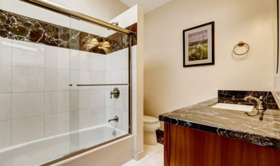 badewannenaufsatz zum duschen in der badewanne ratgeber. Black Bedroom Furniture Sets. Home Design Ideas